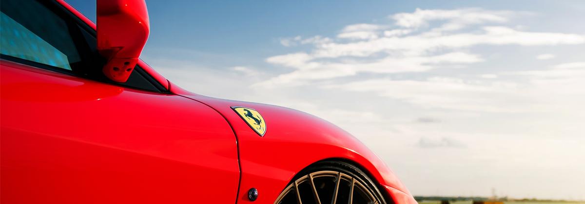 Protechnic scelle les sièges en cuir des Ferrari