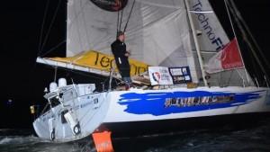 Sébastien Destremau franchit la ligne d'arrivée du Vendée Globe