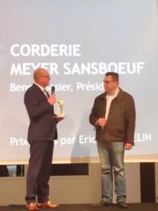 Eric Thaumelin remet le coup de coeur ADIRA 2019 à Benoit Basier, Président de la Corderie Meyer Sansboeuf